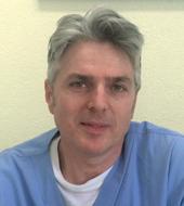 Il Dott. Mauro Selvi è specializzato in Dermatologia e Venereologia